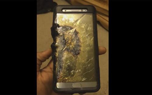 Samsung Note 7 bốc khói nghi ngút trên máy bay, hành khách sơ tán khẩn cấp-1