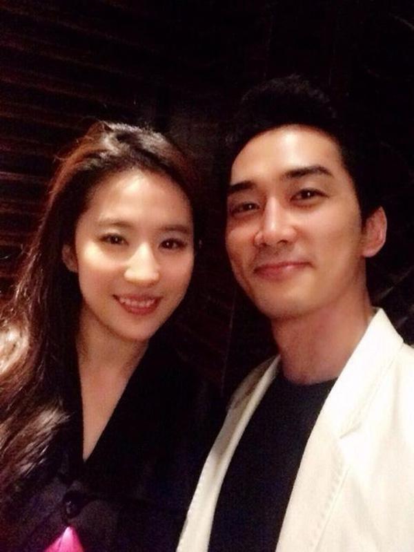 Chúc mừng sinh nhật Song Seung Hun, Lưu Diệc Phi bí mật bay sang Hàn-1
