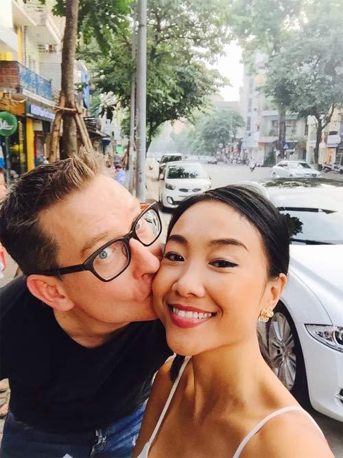 """Đoan Trang """"dụ"""" chồng Tây thưởng thức bún chả Hà Nội-2"""