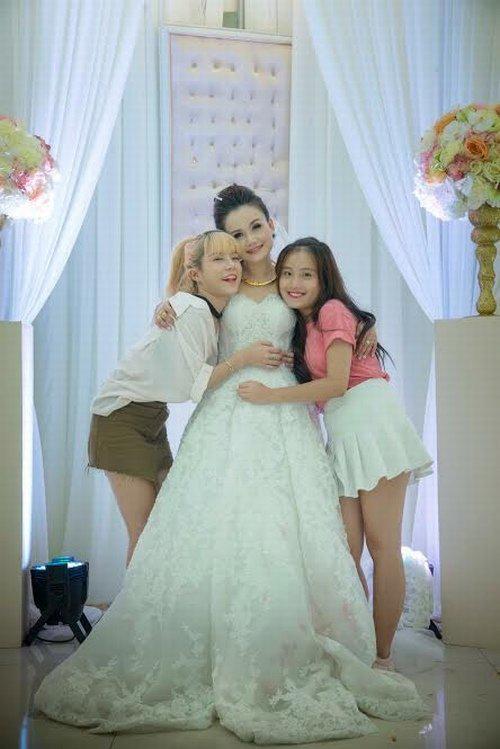 """Mỹ nhân """"lẳng lơ"""" nhất màn ảnh Việt cưới lần 4 với chú rể kém tuổi-4"""