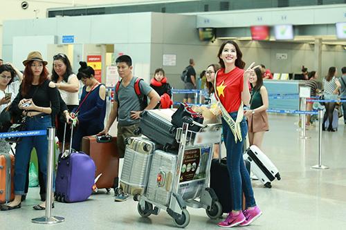 Nam Em gây chú ý với 11 valy hành lý tại sân bay-4