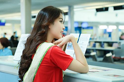 Nam Em gây chú ý với 11 valy hành lý tại sân bay-8