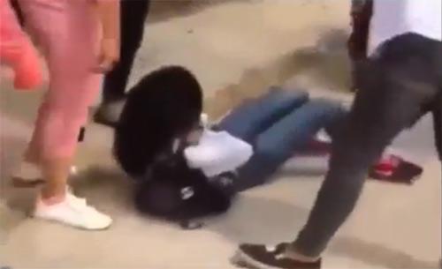 Thái Bình: Xuất hiện clip nữ sinh áo trắng bị đánh hội đồng dã man-1