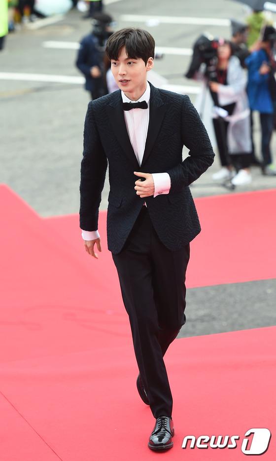 """Song Joong Ki, Song Hye Kyo """"ngó lơ"""" với giải thưởng """"Emmy của Hàn Quốc""""-3"""
