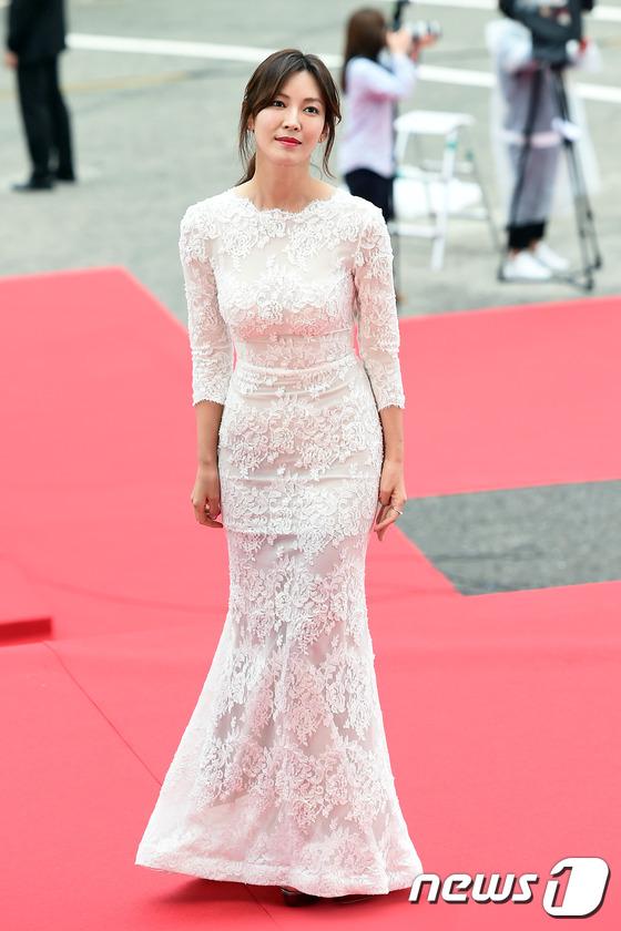 """Song Joong Ki, Song Hye Kyo """"ngó lơ"""" với giải thưởng """"Emmy của Hàn Quốc""""-5"""