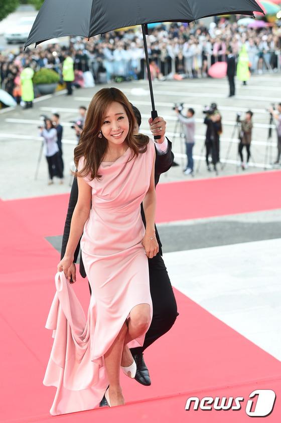 """Song Joong Ki, Song Hye Kyo """"ngó lơ"""" với giải thưởng """"Emmy của Hàn Quốc""""-9"""