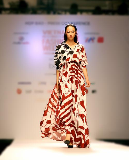 ngoc chau deo day trang suc sau khi dang quang vietnam's next top model - 9