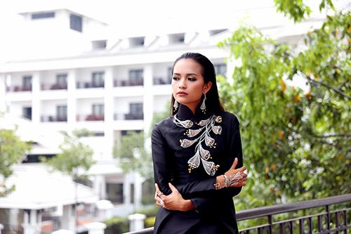 ngoc chau deo day trang suc sau khi dang quang vietnam's next top model - 2