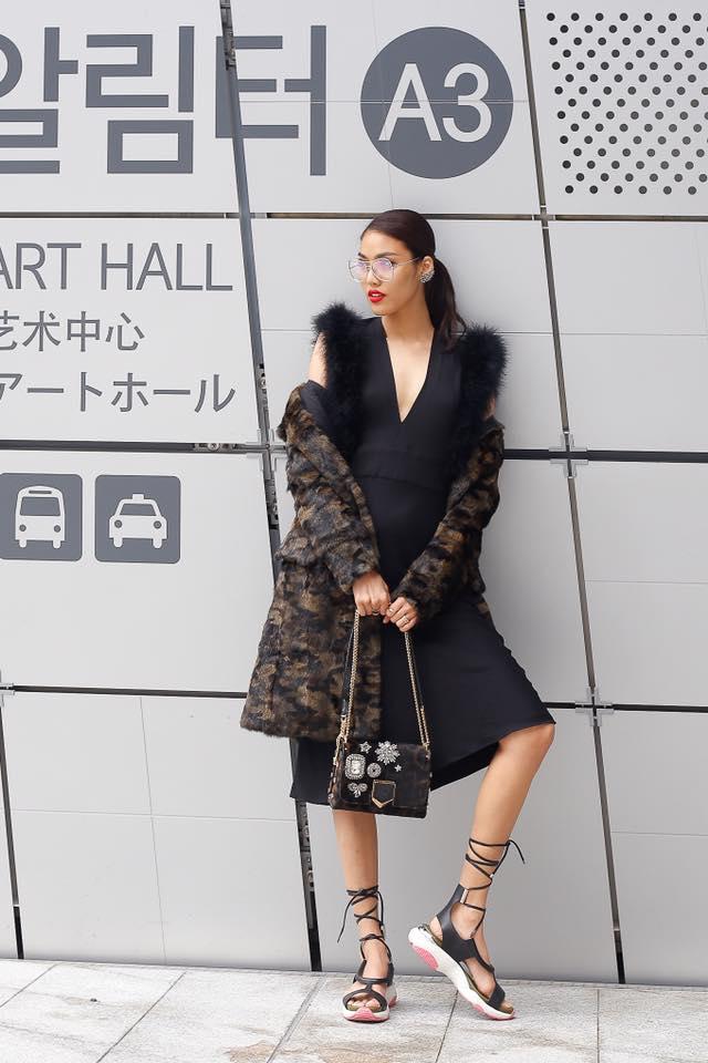 """lan khue """"danh bat"""" tin do thoi trang han tai seoul fashion week - 1"""