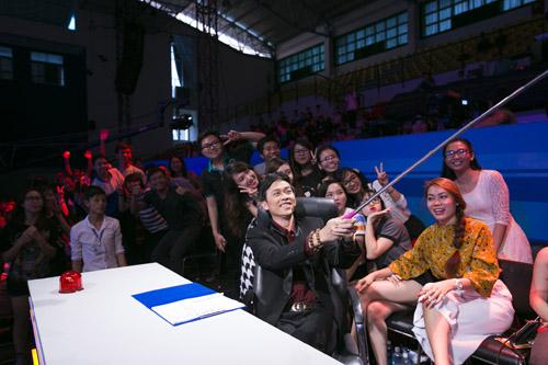 on gioi 2016: hoai linh 'cute lac loi', sam 'gay tu suong' selfie cung fan - 6