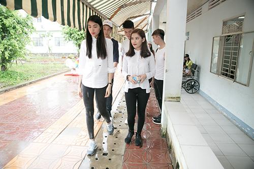 Mặc ồn ào tình cảm với Tiến Đạt, Milan Phạm giản đị di từ thiện ở Cần Thơ-2