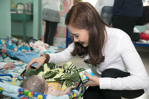 Mặc ồn ào tình cảm với Tiến Đạt, Milan Phạm giản đị di từ thiện ở Cần Thơ-4