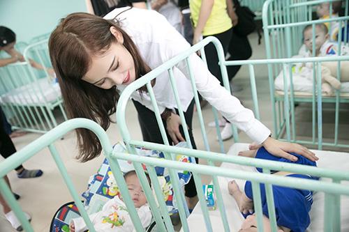 Mặc ồn ào tình cảm với Tiến Đạt, Milan Phạm giản đị di từ thiện ở Cần Thơ-3
