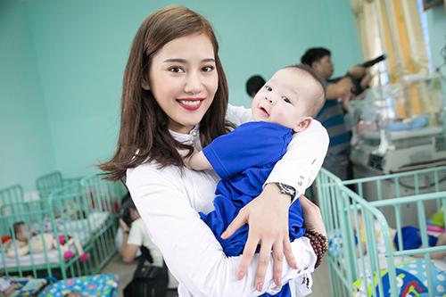 Mặc ồn ào tình cảm với Tiến Đạt, Milan Phạm giản đị di từ thiện ở Cần Thơ-5
