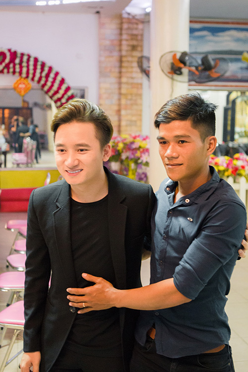 Phan Mạnh Quỳnh được người hâm mộ ở tỉnh vây kín-1