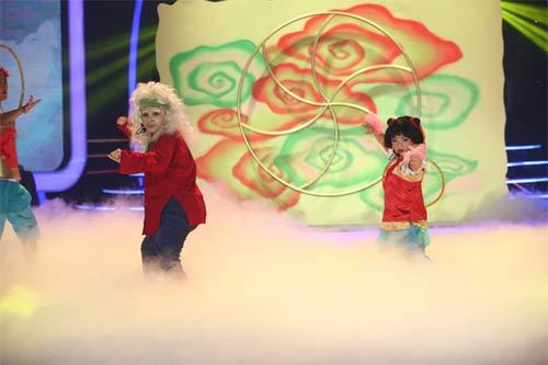 tv show: hoc tro dong nhi dang quang thuyet phuc; thi sinh ra ve vi... xin do an cua ban - 5