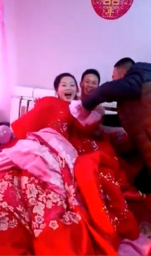Choáng với khách nam đòi lột đồ cô dâu trong ngày cưới-1