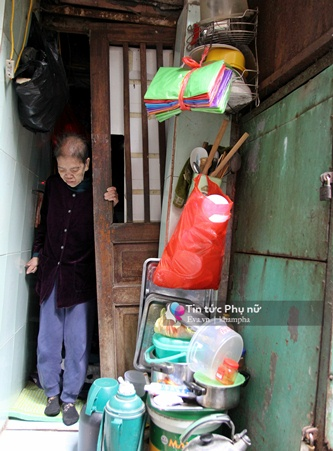 Nhà 4m2, 5 người sinh sống giữa lòng Hà Nội - 4