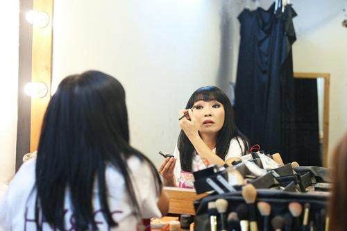 Phương Thanh tái xuất truyền hình sau chuyến tu học, Cao Thái Sơn bịt mắt đi ghi hình-1