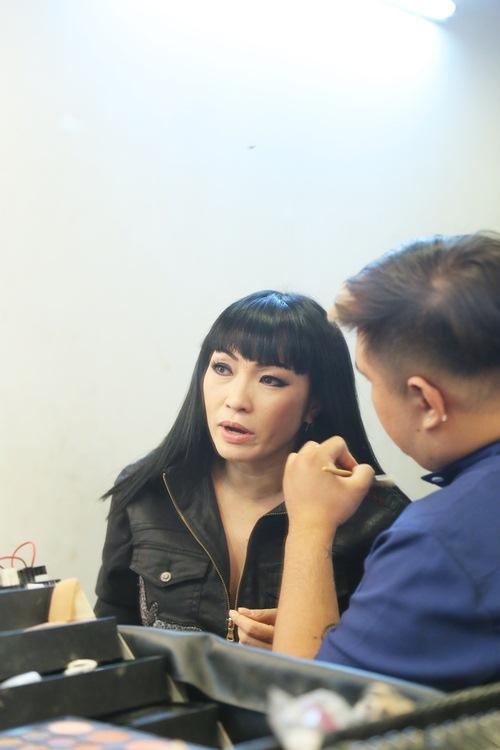 Phương Thanh tái xuất truyền hình sau chuyến tu học, Cao Thái Sơn bịt mắt đi ghi hình-2