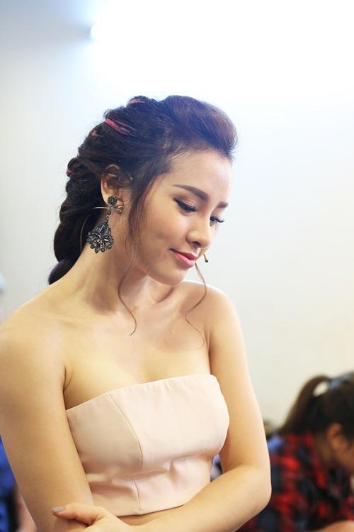 Phương Thanh tái xuất truyền hình sau chuyến tu học, Cao Thái Sơn bịt mắt đi ghi hình-12