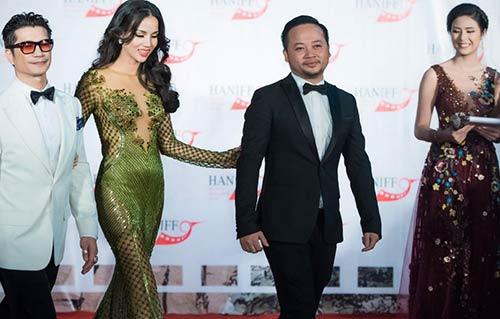 Vợ chồng Bebe Phạm – Dustin Nguyễn tình tứ, ngọt ngào trên thảm đỏ-9