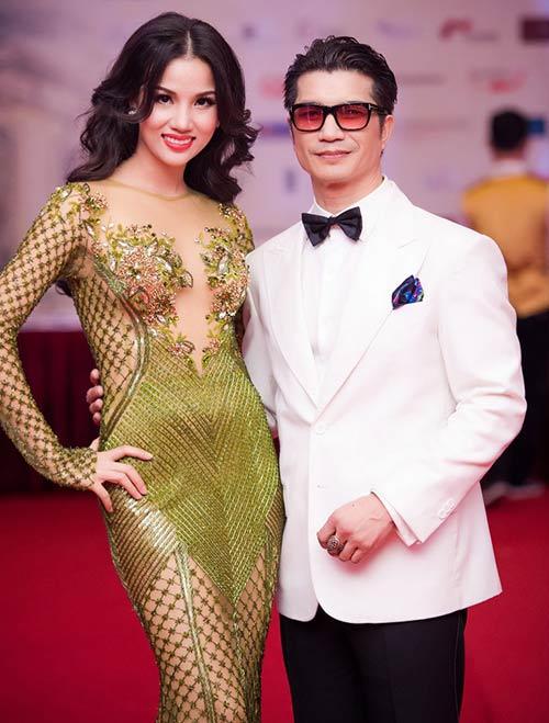 Vợ chồng Bebe Phạm – Dustin Nguyễn tình tứ, ngọt ngào trên thảm đỏ-8