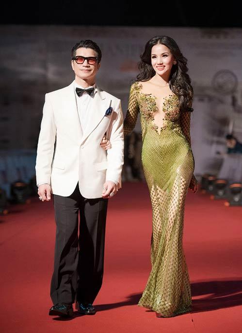 Vợ chồng Bebe Phạm – Dustin Nguyễn tình tứ, ngọt ngào trên thảm đỏ-7