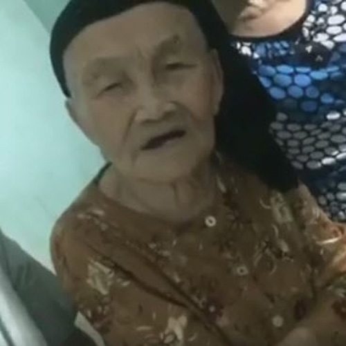 """Dân mạng phát sốt với bà ngoại gần 100 tuổi siêu """"cute"""" giục cháu 'Yêu đi không quá lứa'-1"""