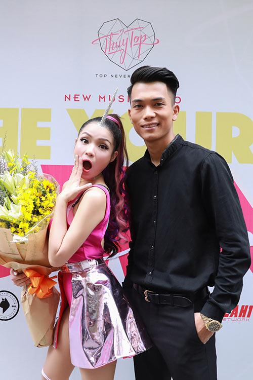 "thuy top: ""nhieu nguoi khuyen toi phai song the nay kia, nhung toi khong quan tam"" - 6"