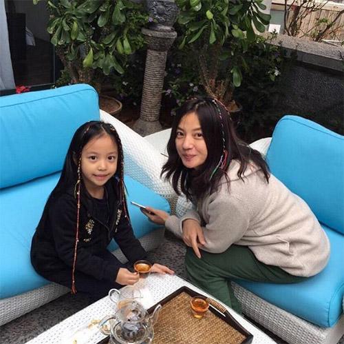 Lâm Tâm Như còn đang bầu, con gái Triệu Vy đã sắp thành đại mỹ nhân giống mẹ-8