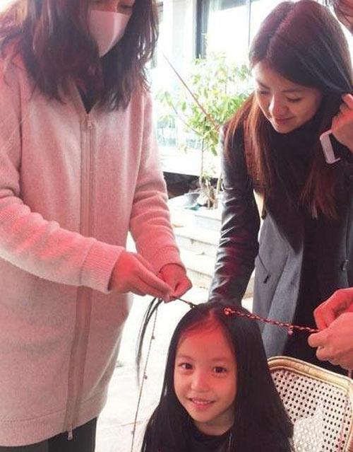 Lâm Tâm Như còn đang bầu, con gái Triệu Vy đã sắp thành đại mỹ nhân giống mẹ-9