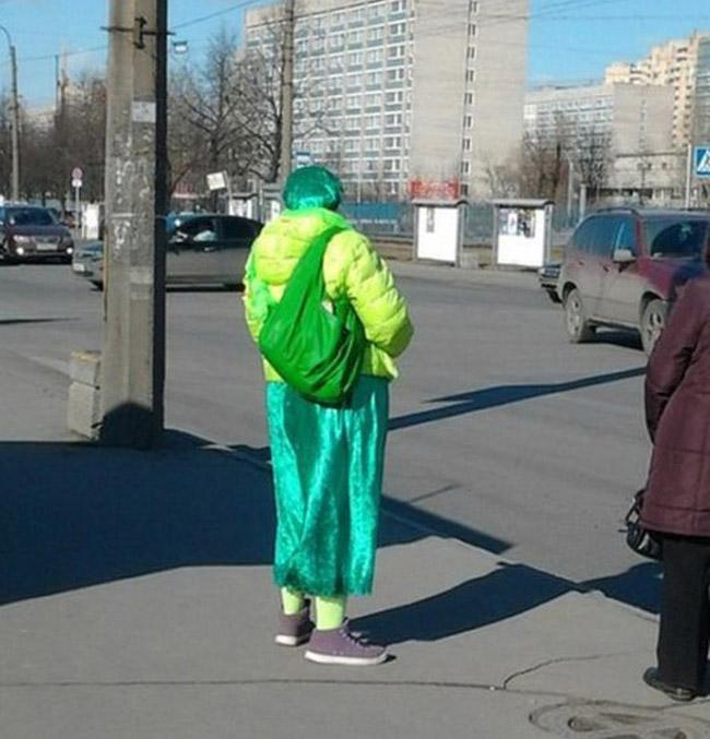 Điểm 10 cho sự dũng cảm khi dám mặc đồ thế này ra đường!-4