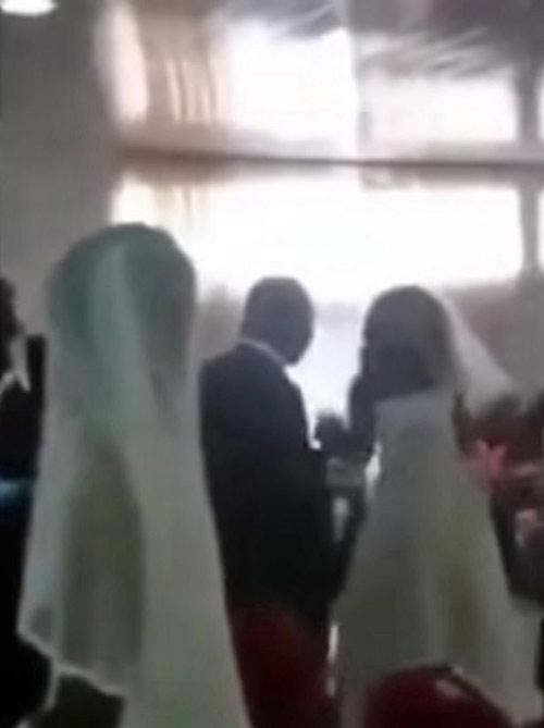 2 cô dâu cùng xuất hiện trong đám cưới, chú rể bị vạch trần thói trăng hoa-1