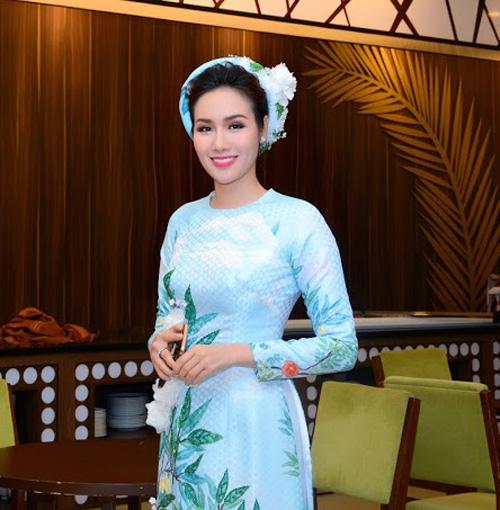 Hoa hậu Kim Nguyễn đẹp nền nã đi chấm thi Bán kết Hoa khôi Xứ Dừa 2016-1