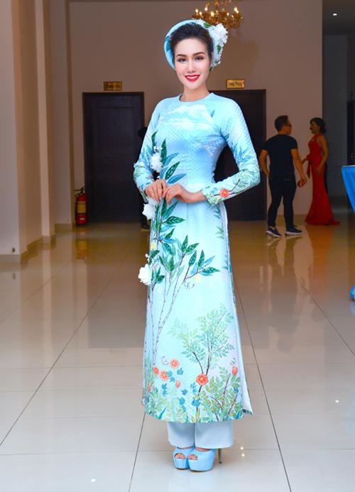 Hoa hậu Kim Nguyễn đẹp nền nã đi chấm thi Bán kết Hoa khôi Xứ Dừa 2016-3