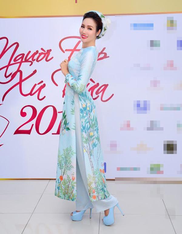 Hoa hậu Kim Nguyễn đẹp nền nã đi chấm thi Bán kết Hoa khôi Xứ Dừa 2016-4
