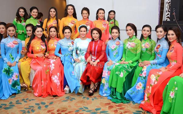 Hoa hậu Kim Nguyễn đẹp nền nã đi chấm thi Bán kết Hoa khôi Xứ Dừa 2016-6