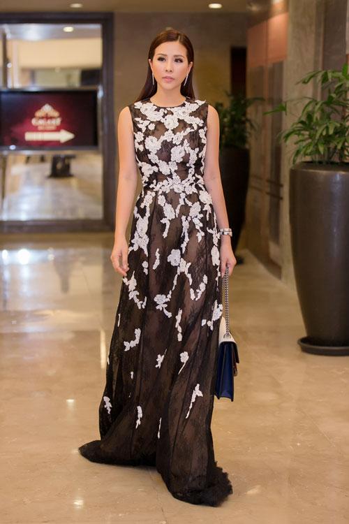 Thời trang sao Việt đẹp: Chi Pu hot nhất tuần nhờ váy táo bạo và giầy cao 18cm-8