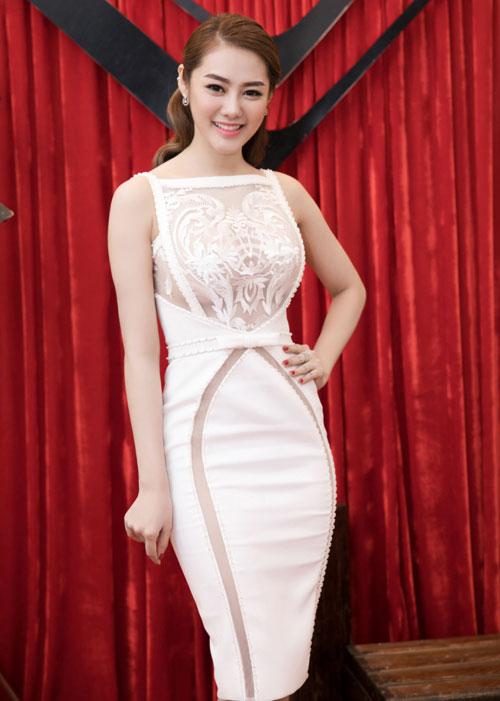Thời trang sao Việt đẹp: Chi Pu hot nhất tuần nhờ váy táo bạo và giầy cao 18cm-7