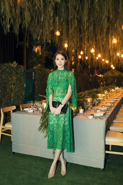 Thời trang sao Việt đẹp: Chi Pu hot nhất tuần nhờ váy táo bạo và giầy cao 18cm-4