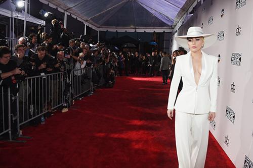 Ơn Trời, Lady Gaga đã hết thời thảm họa thời trang! - 1