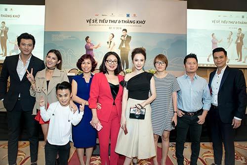 Angela Phương Trinh được Bằng Kiều ôm eo thân mật trong sự kiện-12