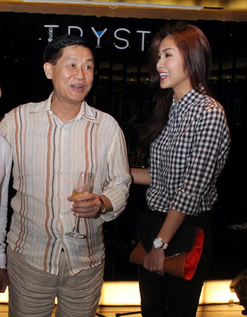 Bố chồng Hà Tăng lần đầu tiên nói về con dâu nổi tiếng-2
