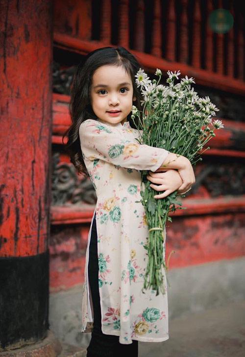 """Bé gái Hà Nội được hứa hẹn """"sinh ra để làm hoa hậu""""-15"""