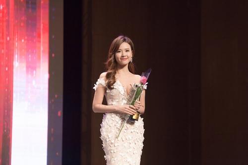 Midu, DJ Trang Moon gợi cảm tuyệt đối khi sánh đôi nhận giải tại Hàn Quốc-3