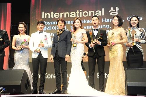 Midu, DJ Trang Moon gợi cảm tuyệt đối khi sánh đôi nhận giải tại Hàn Quốc-5