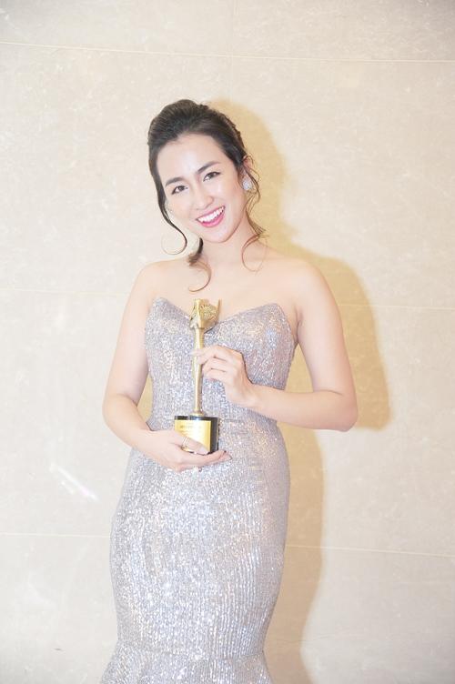 Midu, DJ Trang Moon gợi cảm tuyệt đối khi sánh đôi nhận giải tại Hàn Quốc-6