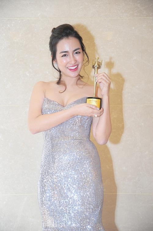 Midu, DJ Trang Moon gợi cảm tuyệt đối khi sánh đôi nhận giải tại Hàn Quốc-7