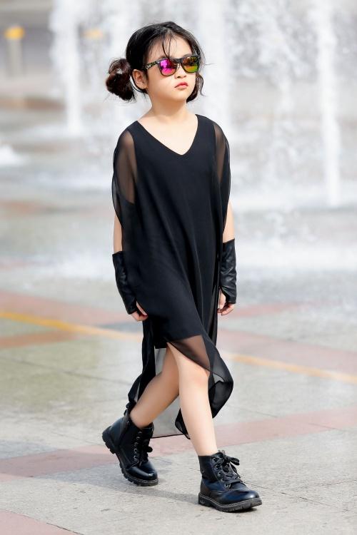 Thiên thần 7 tuổi Hà Nội đi đâu cũng sáng nhất phố vì mặc cực chất - 4